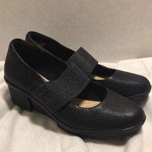 Clark's black wedge heel size 7m new